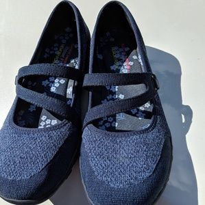 Skechers Relaxed Fit Navy flats